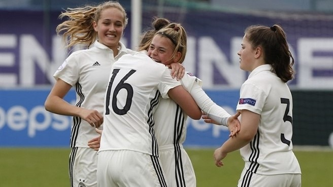 Five-star Germany too strong for Czechs