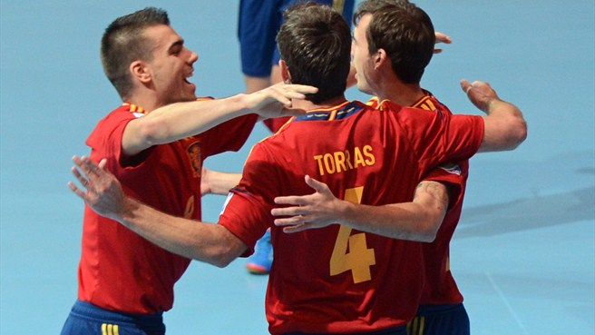 Spain see off Italy to set up Brazil final date